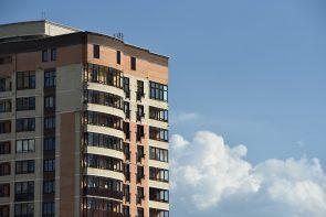 budowa nowego bloku mieszkalnego